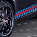 マルティーニカラーをまとったポルシェ911の特別限定車|Porsche
