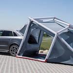 アウディQ3と一体化するテント|Audi