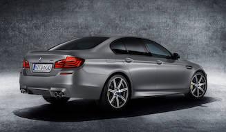 パワーを向上させた30周年記念のM5、日本でも発売|BMW