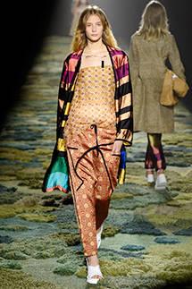 萩原輝美|優しく涼やか、草原に揺れる春のドレス