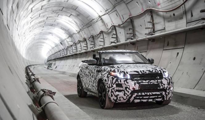 イヴォーク コンバーチブル、地下を激走|Range Rover