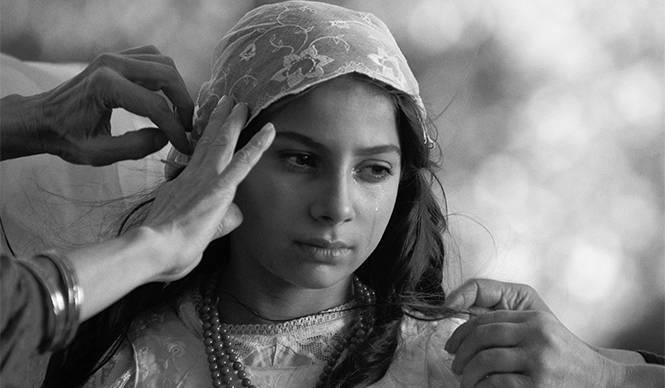 MOVIE 美しいモノクロームの世界で描かれるジプシー初の女性詩人の生涯『パプーシャの黒い瞳』