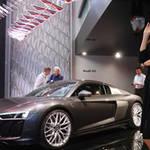 アウディ、光のインスタレーションでミラノサローネを演出|Audi