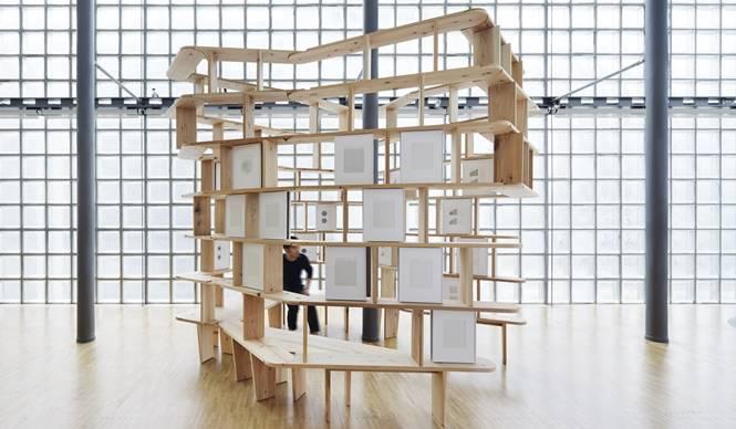 銀座メゾンエルメス フォーラムで『線を聴く』展|HERMÈS