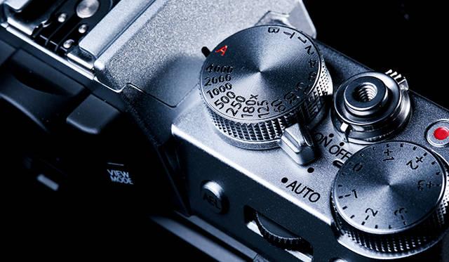 特集|もつ喜びのあるカメラ 「X-T10」など最新モデルのレトロデザインに注目