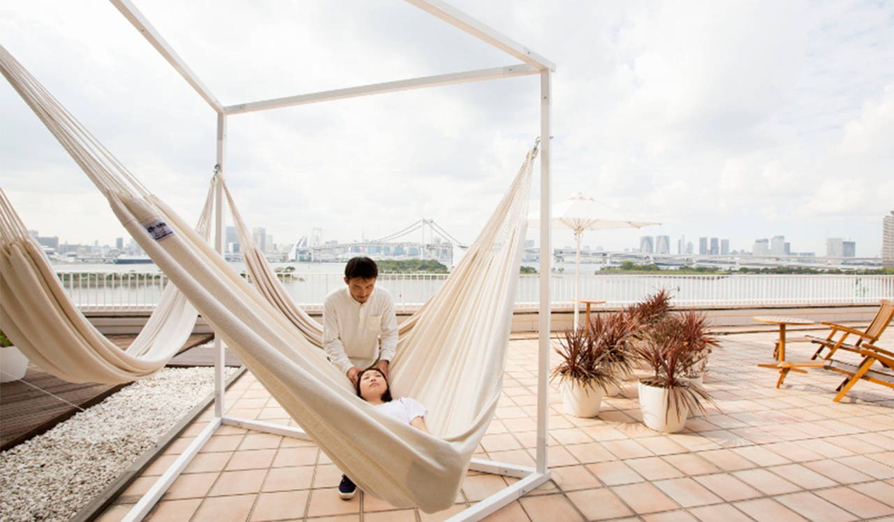 潮風が心地いい癒しのハンモックマッサージ|hotel nikko tokyo