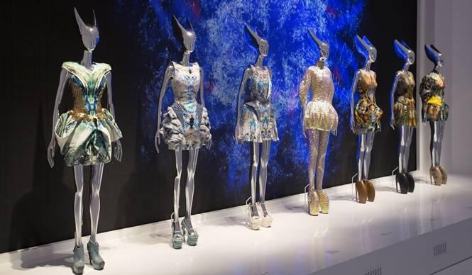 ART FILE 36|『Alexander McQueen: Savage Beauty(野生の美しさ)』|連載「世界のアート展から」