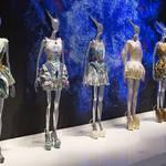 ART FILE 36 『Alexander McQueen: Savage Beauty(野生の美しさ)』 連載「世界のアート展から」