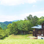 カミツレに囲まれたビオホテル「八寿恵荘」がリニューアルオープン|YASUESOU