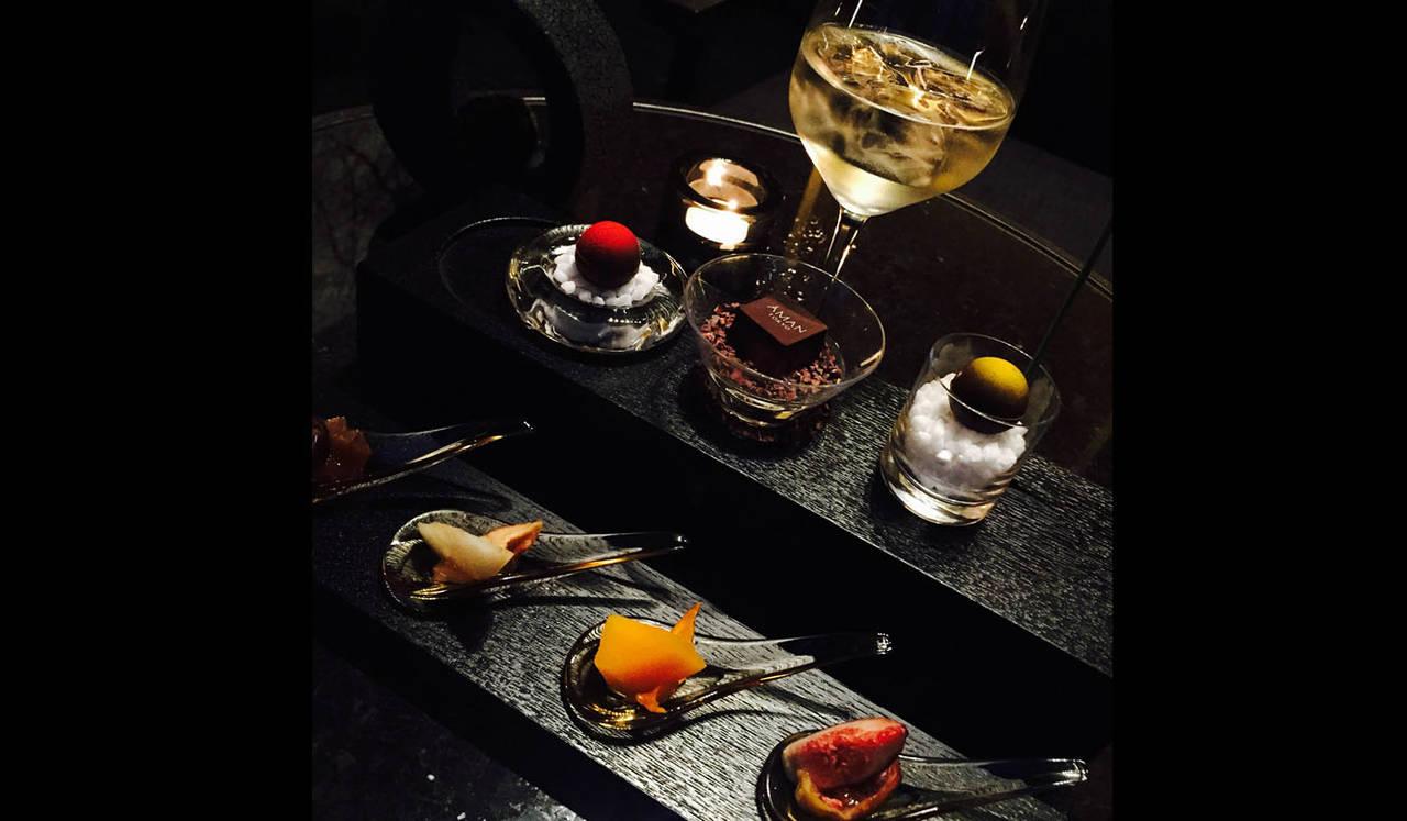 アマン東京33階の天空のバーで、食事のあとの優雅なひとときを AMAN TOKYO