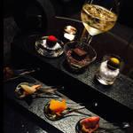 アマン東京33階の天空のバーで、食事のあとの優雅なひとときを|AMAN TOKYO