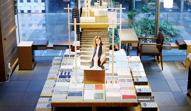 代官山 蔦屋書店でスカーフになった「てぬぐい」を展示 KAMAWANU