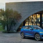 ジャガー初のクロスオーバーモデル「Fペース」登場|Jaguar