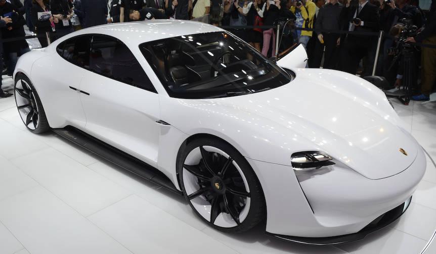 ポルシェ、600psのEVスポーツカーのコンセプトを公開|Porsche