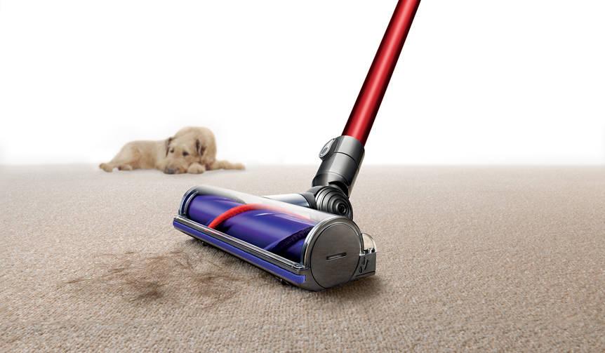 ペットの抜け毛に立ち向かう、ブラシパワーがアップした最新コードレス掃除機|Dyson