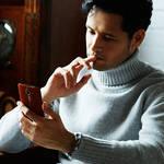 本物を知る男が語る、本革をまとうスマートフォンの誘惑|isai vivid