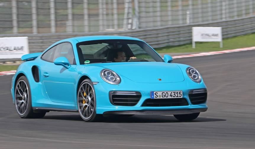 最新のポルシェ911ターボに試乗|Porsche