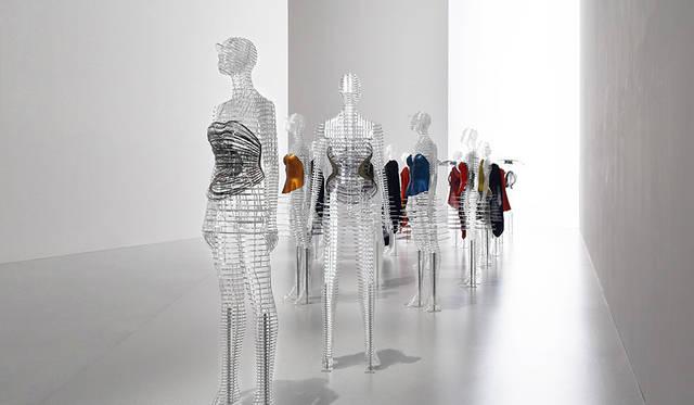 "MIYAKE ISSEY展、""身体をデザインする""吉岡徳仁のインスタレーションに注目|ART"