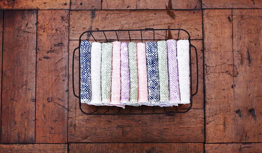 手紡ぎに近い素朴な風合いと柔らかさ。「ガラ紡」製ハンカチ|Perrocaliente