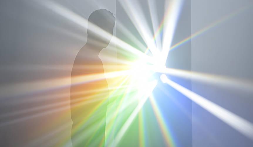 神秘的な光を体感できる個展「吉岡徳仁 スペクトル」が開催|ART