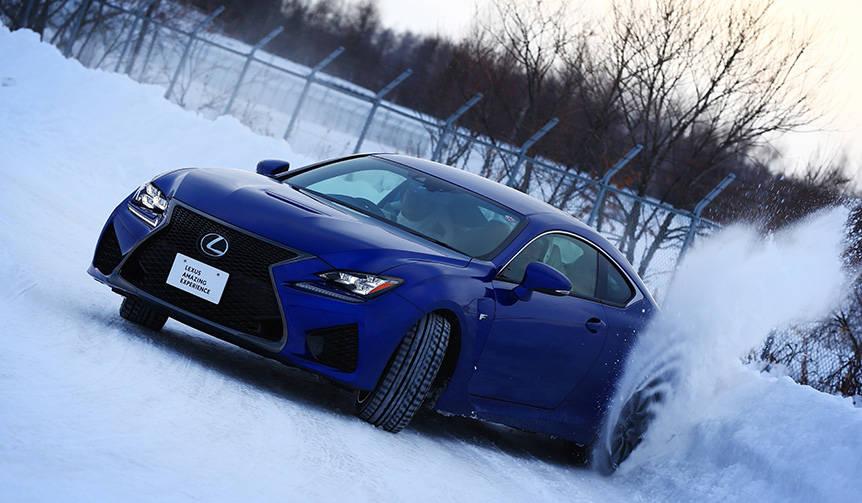 北海道の特設雪上コースに挑むドライビングレッスン LEXUS