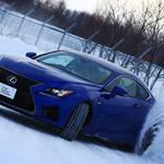 北海道の特設雪上コースに挑むドライビングレッスン|LEXUS