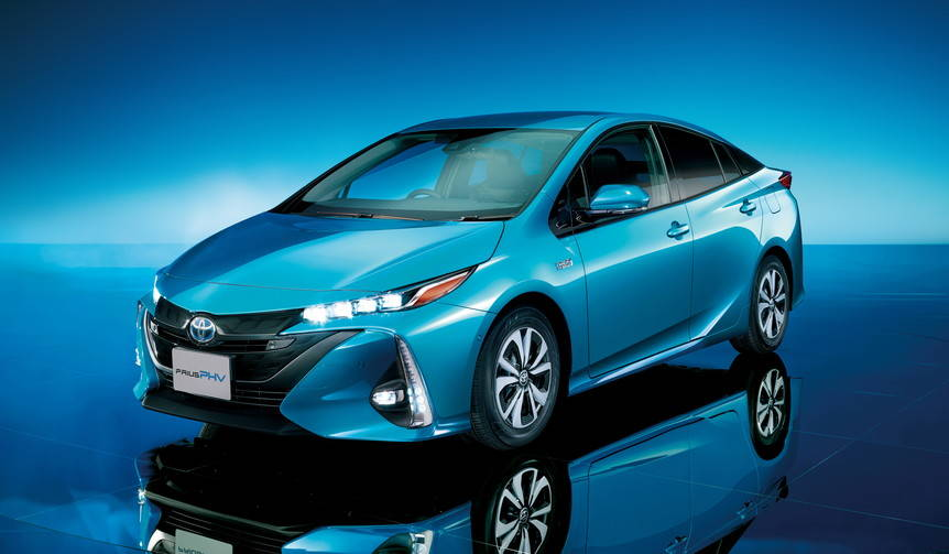 トヨタ、プリウスPHVを発売|Toyota