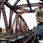 生成りのリネンで足取りも軽く。トレヴァーのバッグを携えて旅に出よう|TRAVER