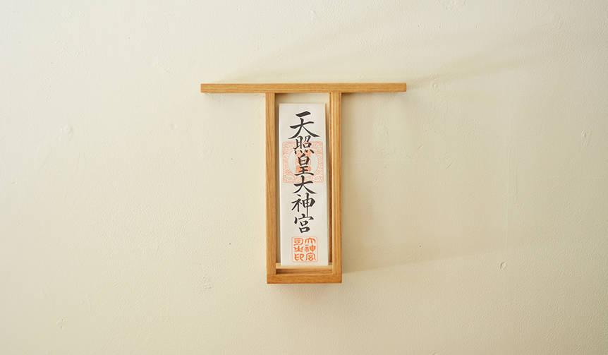 ミニマルで洗練されたデザイン。大治将典が手がけた「神棚」と「仏壇」 |川辺手練団