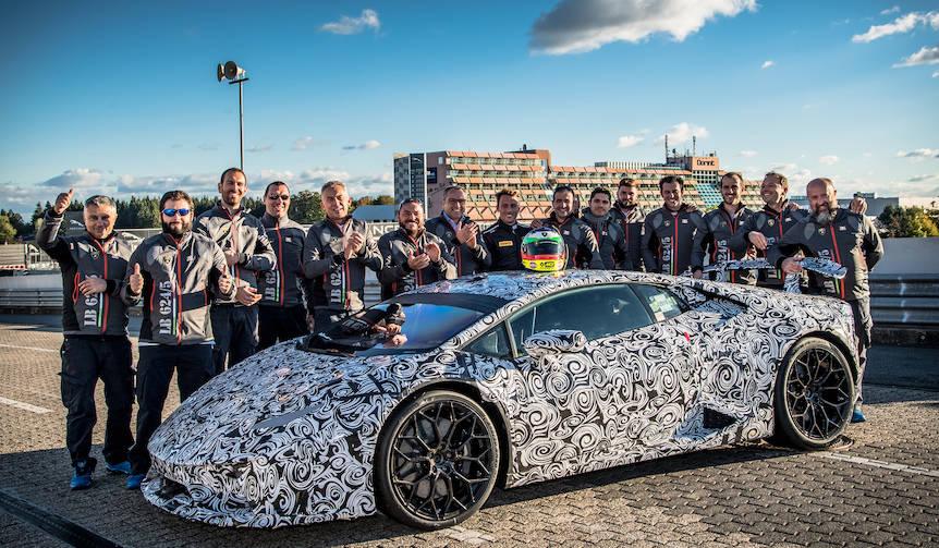 ウラカンがニュル最速の6分52秒01を記録|Lamborghini