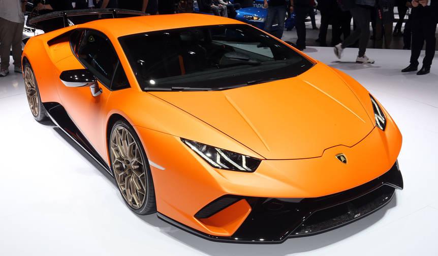 ウラカンのハイパフォーマンスモデル「ペルフォルマンテ」登場|Lamborghini