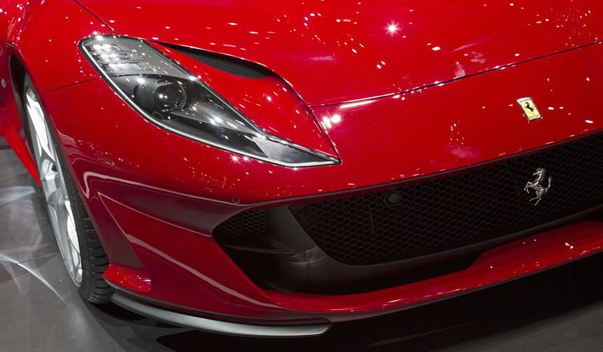 スポーツカーは2つの表現とひとつの方向性|Geneva Motor Show