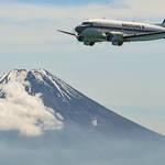 ブライトリングDC-3、77年目の機体が来訪|BREITLING