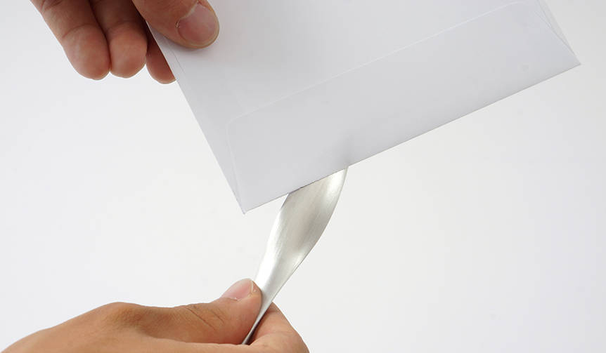 行為を徹底的に分析することから生まれた、流線形のペーパーナイフ|METAPHYS