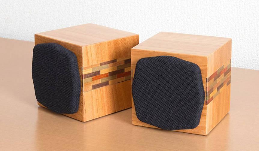 箱根寄木細工を活かした小型密閉型キューブスピーカー Soudfort