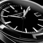 メタリックな輝きに縁どられた、漆黒ダイアルのオーヴァーシーズ|VACHERON CONSTANTIN