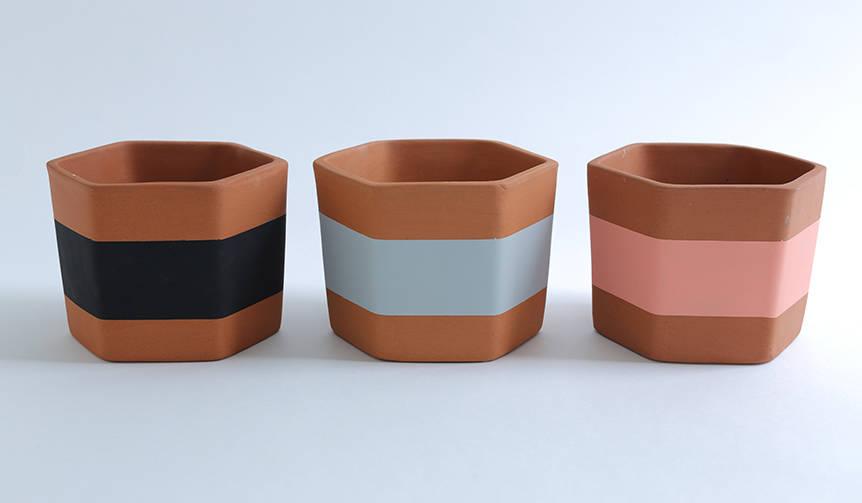 ポストモダン期のデザインを彷彿とさせる、イギリス発の植木鉢|DARKROOM
