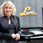 ランボルギーニ女性CMOにインタビュー|Lamborghini