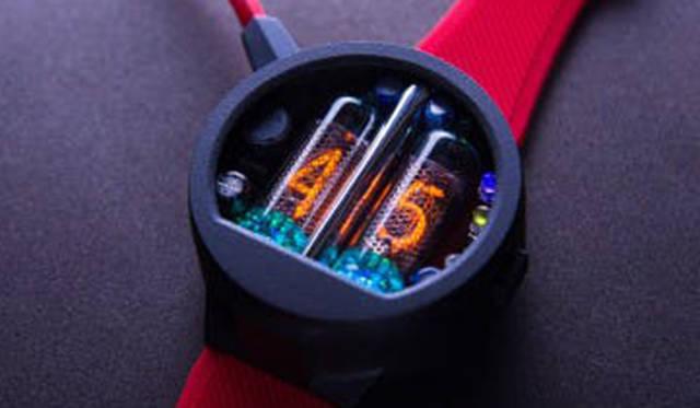 真空管通電の灯りで時刻を表示する、ウクライナ発のレトロフューチャーウオッチ|NIXOID lab