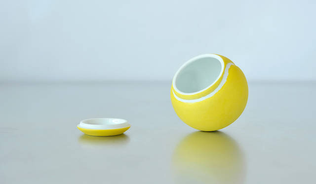 大切なものを1つだけ。アート作品のようなテニスボールの小物入れ | S&O DESIGN