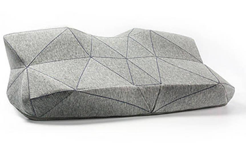 内蔵スピーカーと人間工学による52面体で、深いやすらぎをもたらす枕「PILO」|GLOTURE