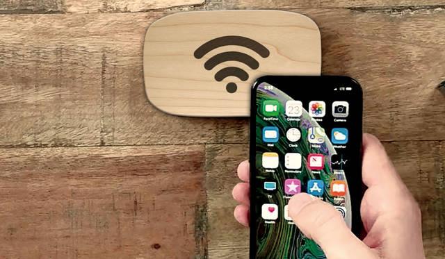 スマホをかざすだけでWi-Fi接続できる画期的なデバイス|Ten One Design