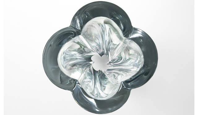 吉岡徳仁氏が、ルイ・ヴィトンより新作「Blossom Vase」を発表|LOUIS VUITTON