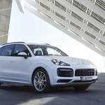 ポルシェ カイエンにPHVモデル登場|Porsche