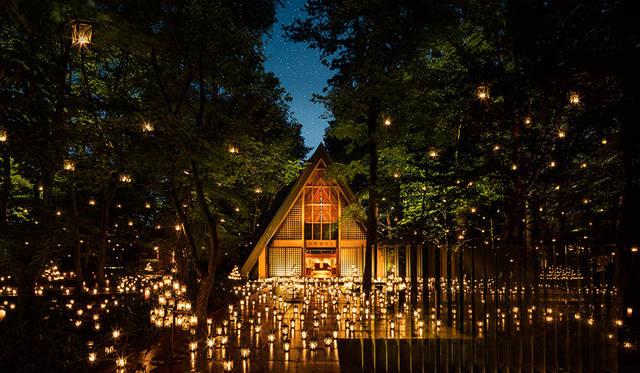 軽井沢高原教会でランタンの灯りに包まれる「サマーキャンドルナイト」開催|TRAVEL