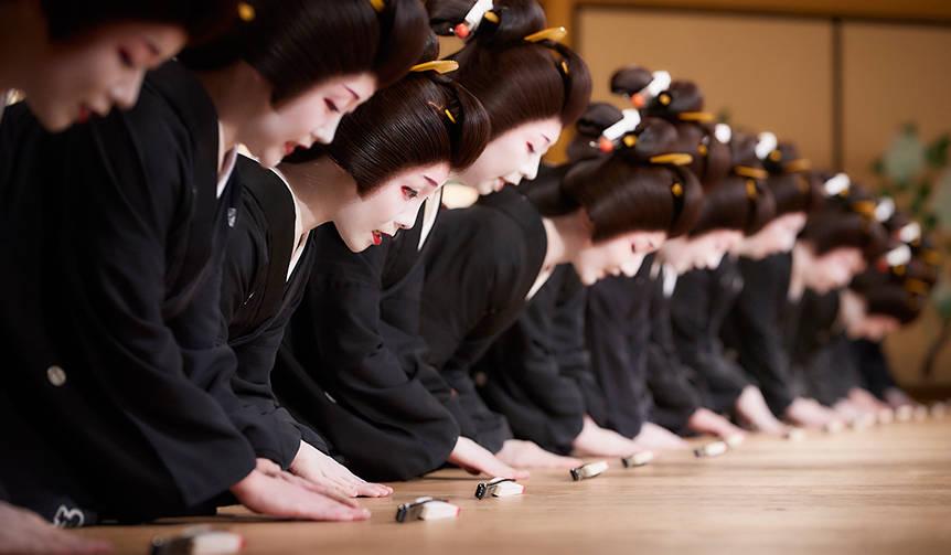 華やかな芸者衆の踊りと食の競演を楽しむ「東をどり」が今年も開催|FEATURES