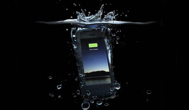 防水・防塵性能をもつバッテリー内蔵のiPhoneケース|mophie  ギャラリー