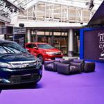 「紫」でつながる創作への想い|Toyota Harrier ギャラリー