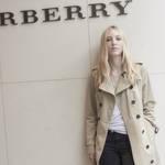 ファッション界の注目新星、エラ・リチャーズが初来日|Burberry ギャラリー