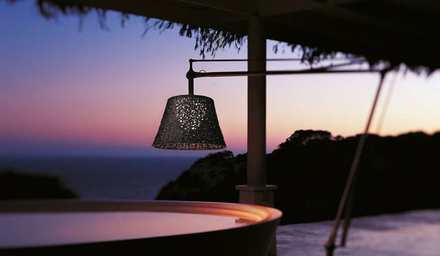 DEDONファイバーとコラボレートした美しいアウトドア照明に注目|FLOS ギャラリー